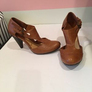 Mod heels in tan, by ModCloth size 8